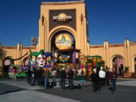 photio 300x225 Beckmann Crew Helps Kick off Fat Tuesday at Universal Orlando Resort