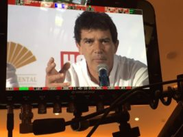 13327359 10153587077056828 2522527737927168849 n 600x450 Miami Crew Sits Down with Antonio Banderas for E! News